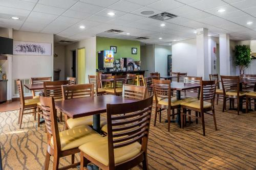 A restaurant or other place to eat at Sleep Inn near The Avenue