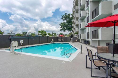 The swimming pool at or near Comfort Inn Sandy Springs – Perimeter