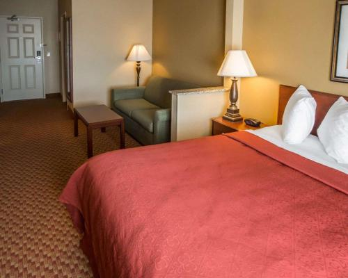 A bed or beds in a room at Quality Inn and Suites South Joliet