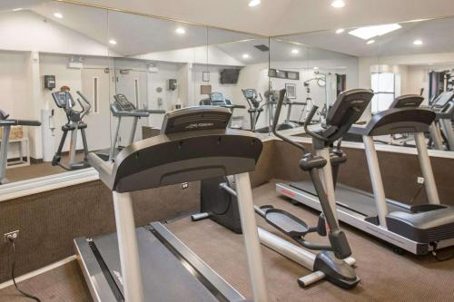 The fitness center and/or fitness facilities at Sleep Inn Midway Airport Bedford Park