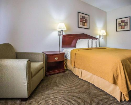 A bed or beds in a room at Quality Inn Peru