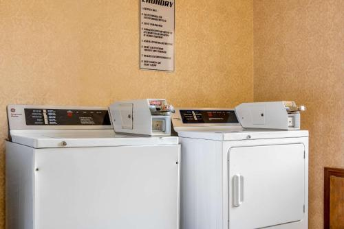 A kitchen or kitchenette at Quality Inn & Suites Bedford West