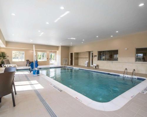 The swimming pool at or close to Comfort Inn Saugerties
