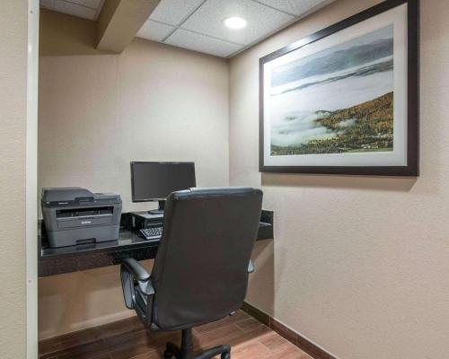 The business area and/or conference room at Comfort Inn Saugerties