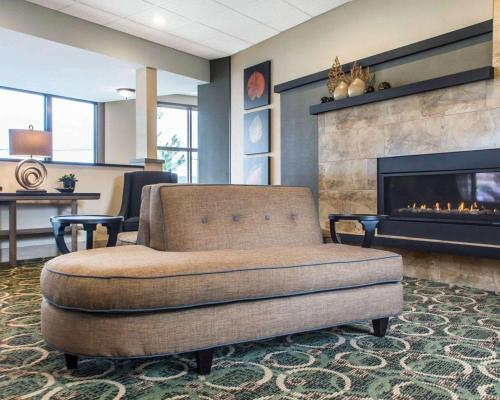 A seating area at Quality Inn Geneseo
