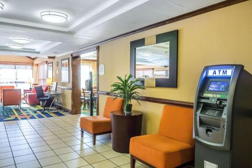 The fitness centre and/or fitness facilities at Quality Inn Spring Valley - Nanuet