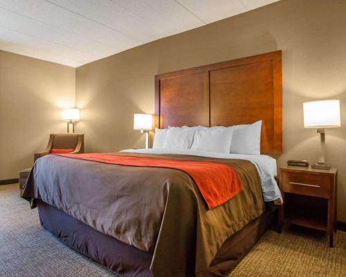A bed or beds in a room at Comfort Inn Dayton - Huber Heights