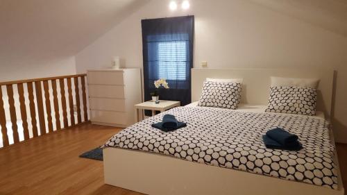 Posteľ alebo postele v izbe v ubytovaní Slavko modern furnished penthouse for 8