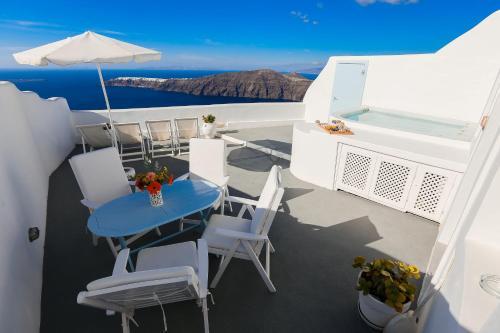A balcony or terrace at Ilioperato Hotel