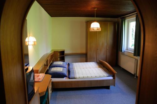 Ein Bett oder Betten in einem Zimmer der Unterkunft Strandhotel
