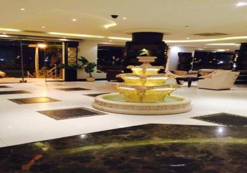 O saguão ou recepção de Rest Night Hotel Suites- AL Falah