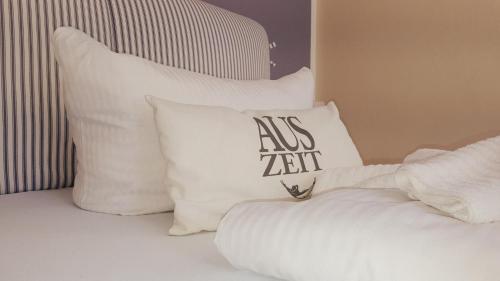 Ein Bett oder Betten in einem Zimmer der Unterkunft Hotel Garni Auszeit