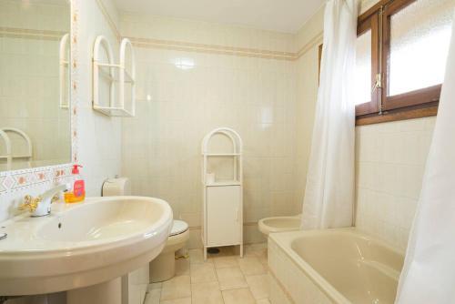 A bathroom at Casa Heliomar