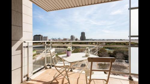 A balcony or terrace at Apartamento en la Ciudad de las Ciencias y cerca de la playa