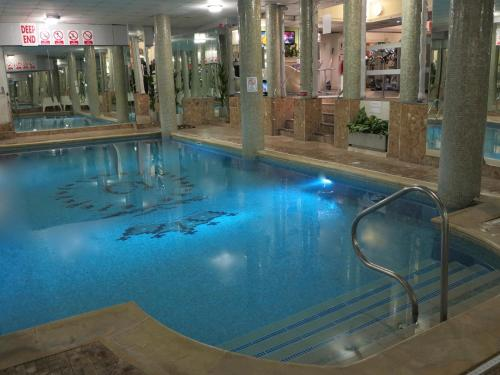 The swimming pool at or near Queens Hotel & Spa