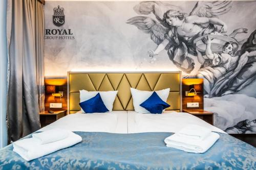 A bed or beds in a room at Best Western Plus Royal Suites