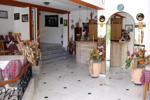 Lobby/Rezeption in der Unterkunft Rosmari Hotel