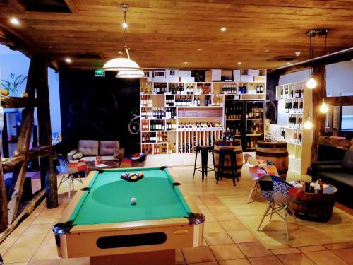 A pool table at Hotel Colmar Vignes Eguisheim