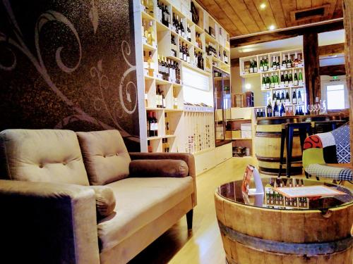 The lounge or bar area at Hotel Colmar Vignes Eguisheim