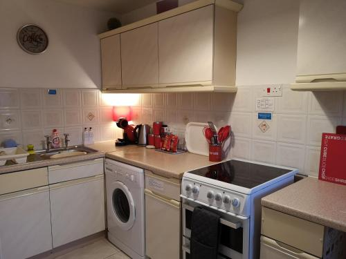 A kitchen or kitchenette at Vale View Apartment, Prestatyn