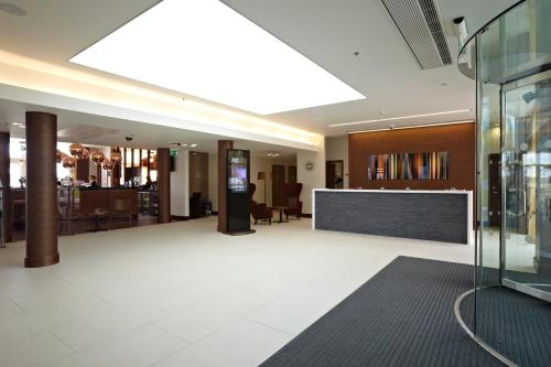 The lobby or reception area at Lingfield Park Marriott Hotel & Country Club