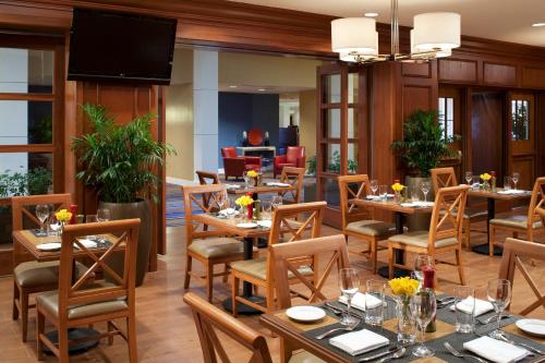 A restaurant or other place to eat at Sheraton Albuquerque Uptown