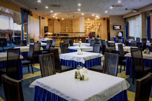 A restaurant or other place to eat at Tourist Hotel