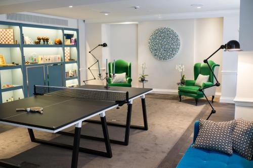 Ping-pong facilities at The Ampersand Hotel or nearby