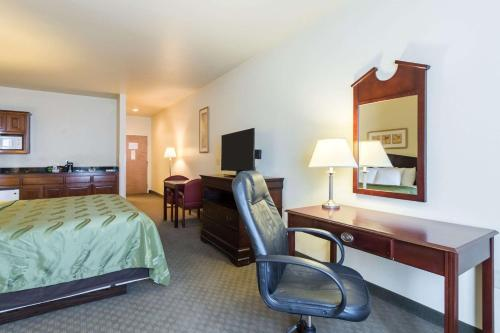 A television and/or entertainment center at Quality Inn and Suites Alma