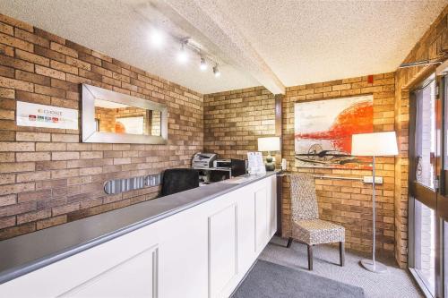 Кухня или кухненски бокс в Comfort Inn Dubbo City