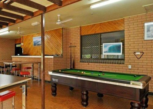 A pool table at Comfort Inn Parklands Calliope