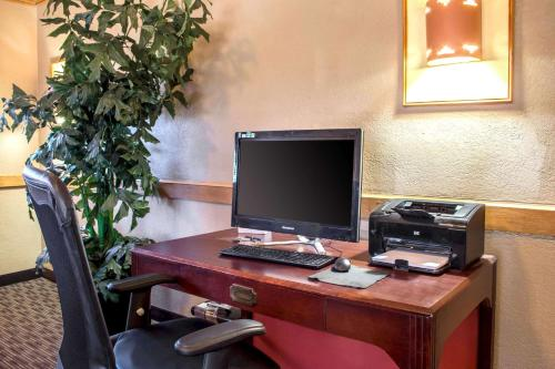 A television and/or entertainment center at Quality Inn Wickenburg