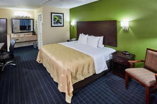 A bed or beds in a room at Quality Inn Parker