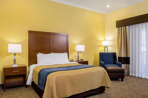A bed or beds in a room at Comfort Inn Monterey Peninsula Airport