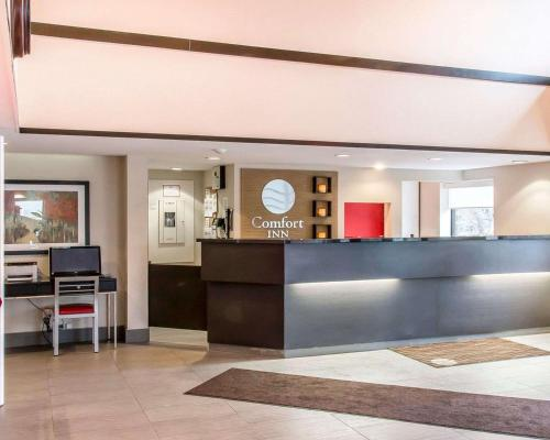 The lobby or reception area at Comfort Inn Kenora