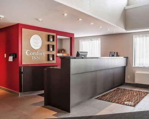 Лобби или стойка регистрации в Comfort Inn Orillia