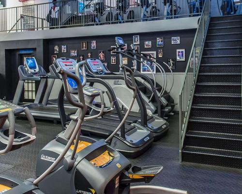 The fitness center and/or fitness facilities at Quality Inn & Suites & Conference Centre - Gatineau