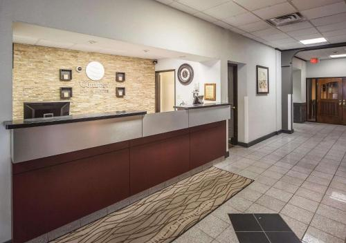 The lobby or reception area at Comfort Inn & Suites Downtown Edmonton