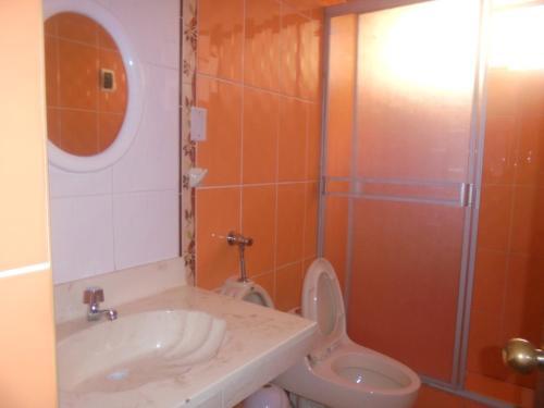 A bathroom at JOYA SUIT TITIKAKA
