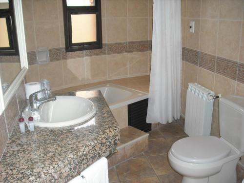 A bathroom at Hotel Italiano