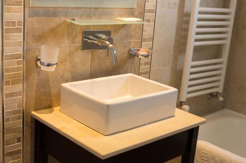 A bathroom at Alto Andino Hotel