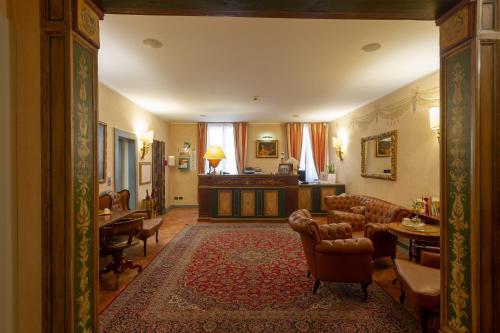 The lobby or reception area at Hotel Davanzati