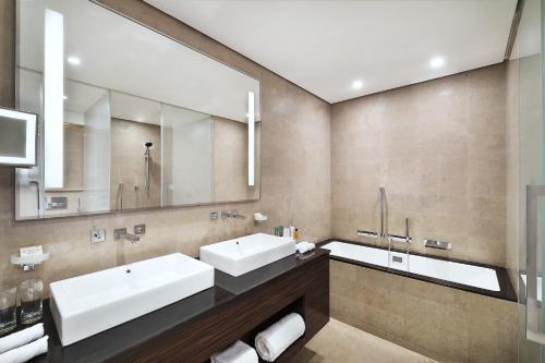 حمام في هيلتون الرياض