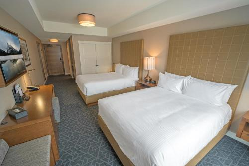A bed or beds in a room at Malcolm Hotel by CLIQUE