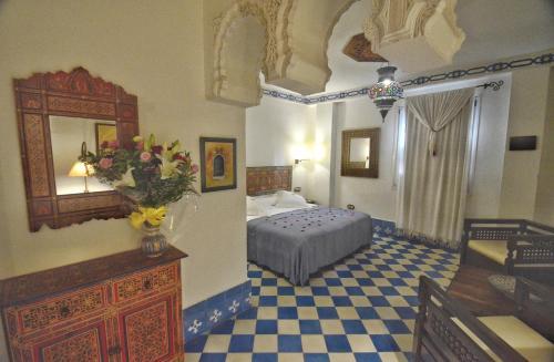 A bed or beds in a room at Alcoba del Rey de Sevilla