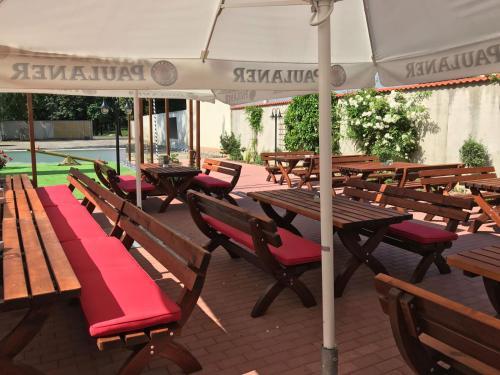 Ein Restaurant oder anderes Speiselokal in der Unterkunft Hotel Goldenes Schiff