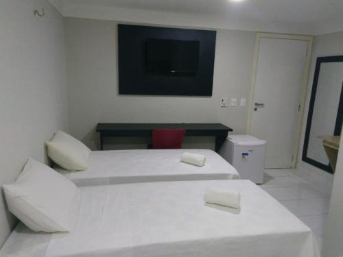 A bed or beds in a room at Hotel Executivo Boulevard