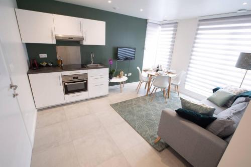 A kitchen or kitchenette at Studio Brussels - EU-District