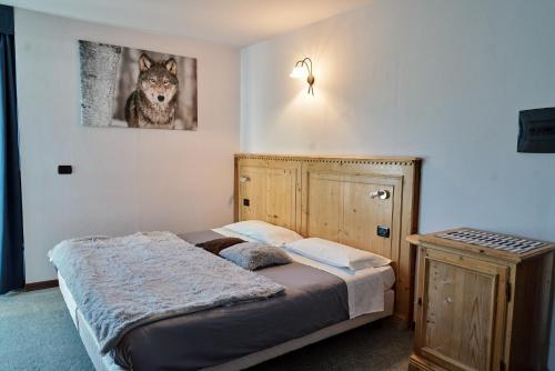 A bed or beds in a room at Chalet Weal