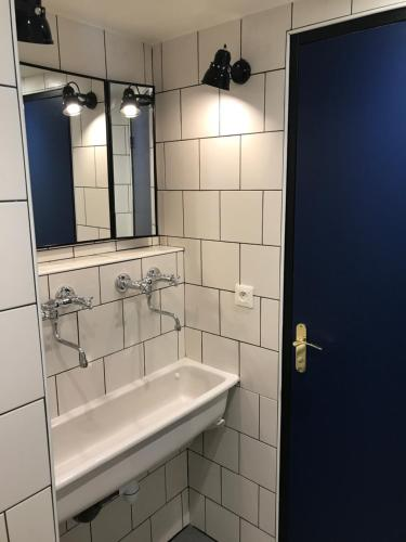 A bathroom at Eklo Hotels Lille